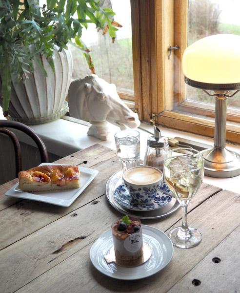 Café Cabriole - kulmapöydän tunnelmaa