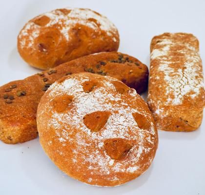 Leipävalikoima uunista tuoreena