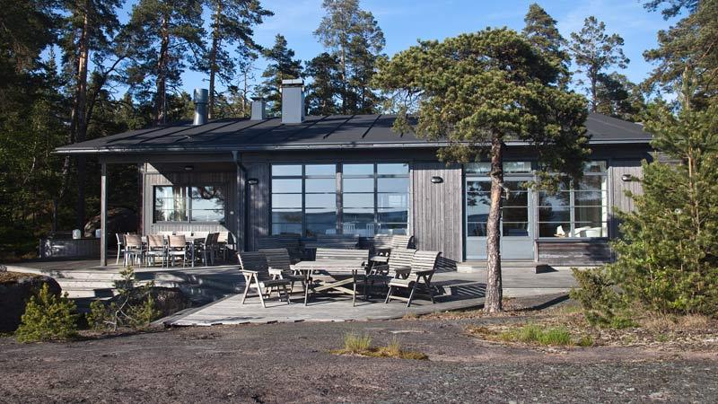 Nybergs Varpetin kaunis rakennus saaristossa